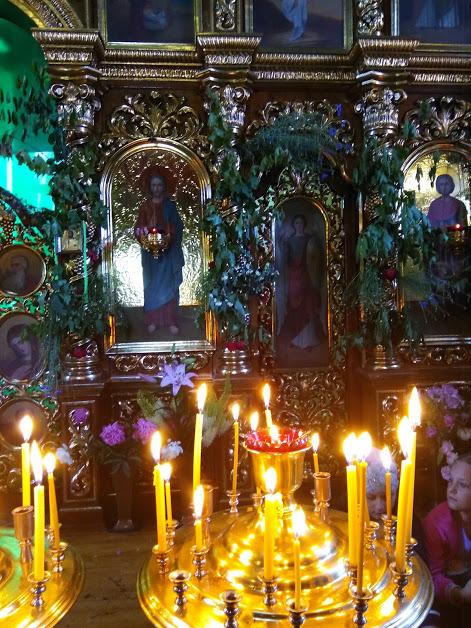 Троица в храме4